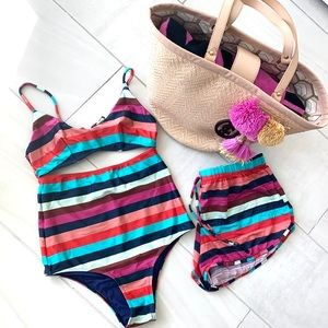 One piece swimsuit 🩱and matching short size S